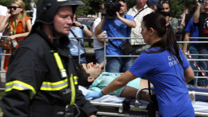 ATTENTION EDITORS - VISUAL COVERAGE OF SCENES OF INJURY OR DEATH Members of the emergency services attend to an injured passenger outside a metro station following an accident on the subway in Moscow July 15, 2014. Five people were killed and nearly 100 were injured when an Moscow underground train went off the rails between two stations during the morning rush hour on Tuesday, the Health Ministry said. REUTERS/Sergei Karpukhin (RUSSIA - Tags: DISASTER TRANSPORT)